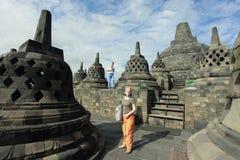 Touristes visitant Borobudur Photographie stock