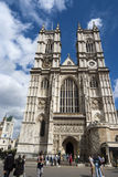 Touristes visitant l'Abbaye de Westminster Photos stock