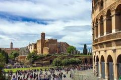 Touristes visitant la partie historique de Rome Photographie stock libre de droits