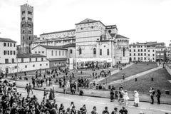 Touristes visitant Lucques pendant Lucques Comix photographie stock libre de droits