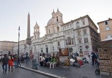 Touristi im Marktplatz Navona, Rom Stockbild