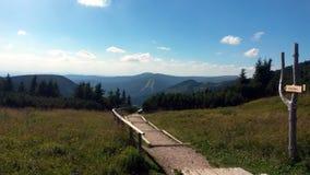 Touristic bana i den Krkonose nationalparken, Tjeckien arkivbild