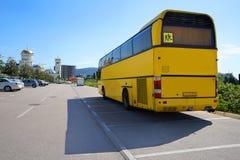 Touristic buss på parkeringen Royaltyfri Bild