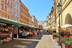 Touristic centrera av Prague, den tjeckiska republiken. Arkivbild