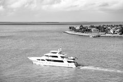Touristic yachts floating by green island at Key West, Florida Stock Photography