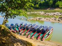 Touristische Boote machten für archäologische Fundstätte Yaxchilan, Grenze Chiapas, Mexiko-Guatemala fest Lizenzfreies Stockfoto