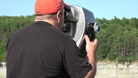 Touristische Ferngläser, Betrachtung, münzenbetrieben stock footage