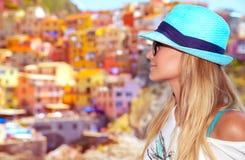 Touristische Frau, die Italien genießt Lizenzfreies Stockfoto