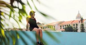 Touristische Frau, die in Panama-Stadt Casco Antiguo Urlaub macht Stockfotos