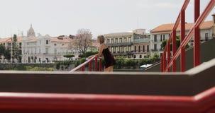 Touristische Frau, die Panama-Stadt Urlaub macht in Casco Antiguo besichtigt Lizenzfreie Stockfotos