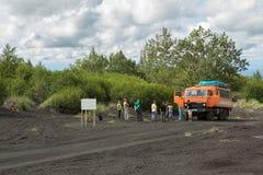 Touristische Gruppe auf der Straße zum Klyuchevskoy-Natur-Park Halbinsel Kamtschatka Stockfoto