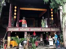 Touristische nahe Fassade des Opernstadiums in XingPing Lizenzfreie Stockfotos