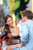 Touristische Paare in New York, Times Square Stockfoto