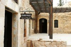 Touristische Polizei gibt im Stein und im Sandy-Gebäude bekannt Stockbild