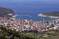 Touristische Stadt Makarska auf adriatischer Küste in Kroatien Stockfotografie