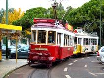 Touristischer Förderwagen in Lissabon Stockfotos