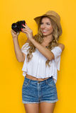 Touristischer Frauen-Fotograf Lizenzfreies Stockbild