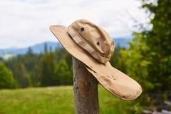 Touristischer Hut, der im Wind flattert Stockfotos