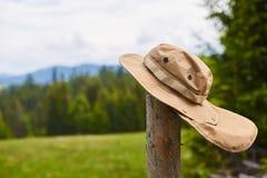 Touristischer Hut, der im Wind flattert Stockfoto
