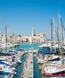 Touristischer Kanal von Trani. Apulia. Stockfotos