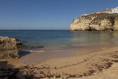 Touristischer Strand des Sandes sonnig Lizenzfreies Stockbild