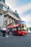 Touristischer Transport nahe der ` s St. Isaac Kathedrale Stockbild