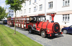 Touristischer Zug in der Stadt von Benesov Lizenzfreie Stockbilder