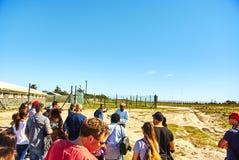 Touristisches appartheid Besuch des Robben-Inselgefängnisses lizenzfreies stockbild