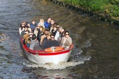 Touristisches Boot in Brügge, Belgien Lizenzfreie Stockbilder