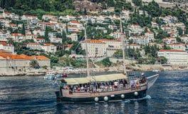 Touristisches Boot in Dubrovnik Lizenzfreie Stockfotos