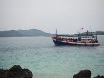 Touristisches Boot zu Ko Kham lizenzfreies stockbild