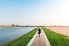 Touristisches Gehen um Love Seen in Dubai stockfoto