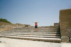 Touristisches glückliches in Festos ruiniert Kreta Lizenzfreie Stockfotografie
