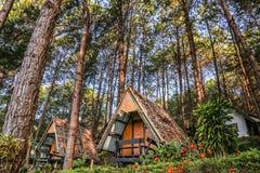 Touristisches Häuschen bei Pang Ung, Mae Hong Son, Thailand lizenzfreie stockfotos
