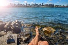 Touristisches kleines M?dchen der Sommerreise, das Ansicht von alten Portskylinen von Montreal-Park lebt einen gl?cklichen Lebens stockbilder