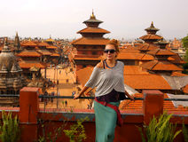 Touristisches Mädchen an Patan-Quadrat, Kathmandu, Nepal Stockfotografie