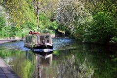 Touristisches narrowboat auf dem Kanal des Regenten im Park des Regenten, London Lizenzfreies Stockfoto
