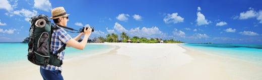 Touristisches nehmendes Bild des Strandes bei Malediven Lizenzfreies Stockbild