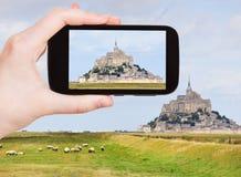 Touristisches nehmendes Foto von mont Heiligmichel-Abtei Stockfoto