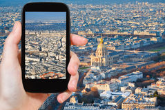 Touristisches nehmendes Foto von Paris-Panorama Stockfoto