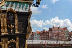 Touristisches Schiff und bunte Fassaden von Häusern der alten Stadt Gdansks, Polen Stockfotografie