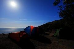 Touristisches Zelt an der Küste. Mond-Nacht. Berg Meganom, Verbrechen Lizenzfreie Stockbilder