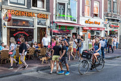 Tourists in Amsterdam looking for a restaurant Royalty Free Stock Images