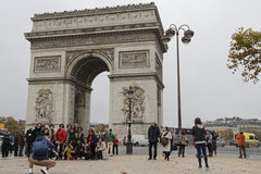 Tourists at the Arc de Triomphe in Paris Royalty Free Stock Images
