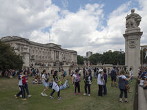 Tourists around Buckingham Palace, London. Buckingham Palace is the London residence and administrative headquarters of the reigning monarch of the United Stock Photos