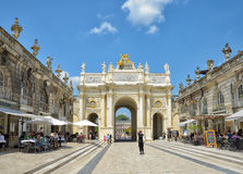 Tourists arrive to Triumphal Arch in Nancy Royalty Free Stock Images
