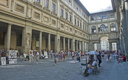 Tourists and artists in the courtyard gallery Uffizi in Florence Royalty Free Stock Photos