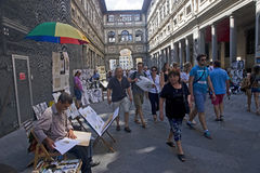 Tourists and artists in the courtyard gallery Uffizi in Florence Stock Photography
