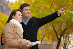Tourists in autumn using city map Royalty Free Stock Photos