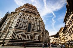 Tourists at the Cathedral of Santa Maria del Fiore and the Baptistery of St. John Battistero di San Giovanni royalty free stock images